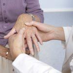 درمان شکستگی دست و مچ دست چگونه است؟